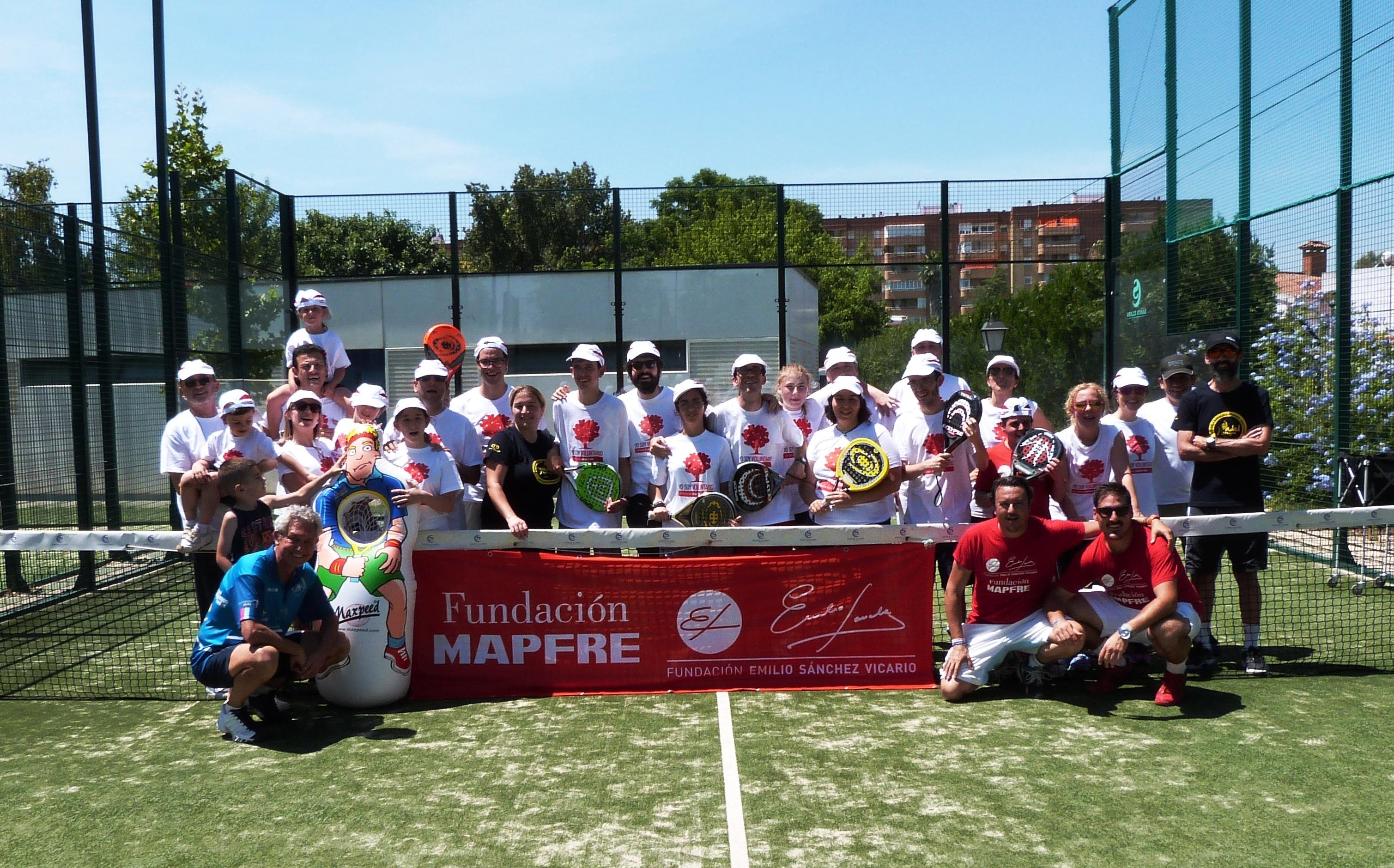 Foto de familia Voluntarios MAPFRE y deportistas ASPANRI